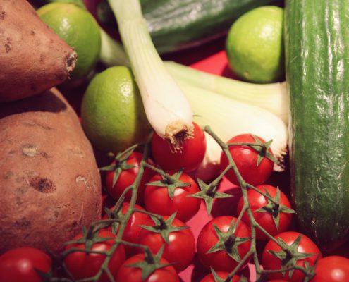 miomente-partner-muenchen-concept-lounge-team-event-kochen-gemuese-suesskartoffeln-zwiebeln-tomaten